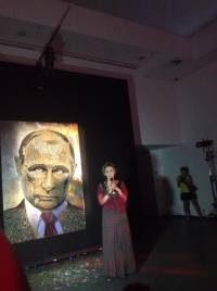 В Киеве выставили на всеобщее обозрение портрет Путина, выложенный из гильз