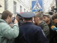 Участников «пенного протеста» упаковали в автозак