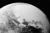 НАСА показало новейшие детальные снимки Плутона и Харона
