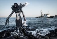В Сенегале создали серию костюмов из мусора