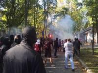 По факту нападения на дом Добкина возбуждено уголовное дело. Он грозится отпугивать от Украины инвесторов
