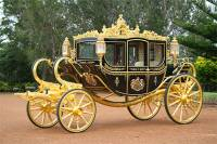 Китаец создал точную копию кареты Елизаветы II и теперь зарабатывает на ней по $200 в день