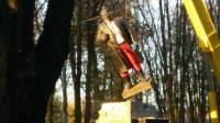 Ленинопад продолжается: в Волновахе cнесли очередной памятник Ленину
