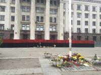«Уже слышу, как сепары ночью в гробах переворачиваются»: Одесский Автомайдан раскрасил забор у Дома профсоюзов в цвета флага УПА