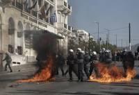 В центре Афин проходят массовые акции протеста. В полицию летят «коктейли Молотова», в ответ применяется слезоточивый газ