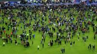 Французские болельщики встречали аплодисментами взрывы в Париже, приняв их за... взрывы петард