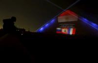 Пирамиды в Египте окрасились в цвета флагов России, Франции и Ливана