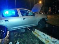 В Киеве пьяный водитель умудрился «запрыгнуть» на отбойник