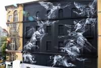 Вот что может получиться, если художник увлекается стрит-артом, живописью и скульптурой одновременно