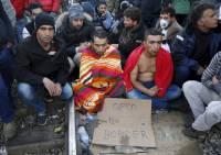 В Греции мигранты заблокировали железнодорожный путь