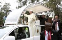 В Кении десятки тысяч людей пришли на мессу Папы Римского