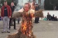 Жители Симферополя сожгли чучело Эрдогана. Не иначе, чтоб хоть немного подсветить да согреться