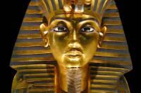Британский ученый установил, что знаменитая  погребальная маска Тутанхамона на самом деле предназначалась для Нефертити