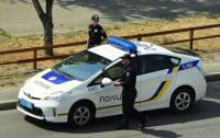 В Киеве пьяные хулиганы разбили патрульный автомобиль