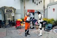 В США фанаты «Звездных войн» разбивают у кинотеатров палаточные городки в ожидании премьеры