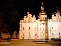 Сторонники Филарета атакуют святыню православия Киево-Печерскую Лавру. Провокаторы хотят расшатать и без того хрупкий религиозный мир в стране