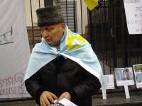 Из-за репрессий в Крыму активисты пикетируют посольство РФ в Киеве