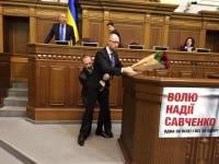 Во время выступления Яценюка в Раде случилась массовая драка