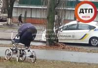 В Киеве на «зебре» женщина на БМВ сбила коляску с младенцем