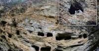 Китайские археологи обнаружили более сотни висячих гробов