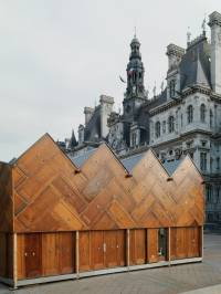 Кто бы мог подумать, что из обычных дверей можно построить целый павильон. Причем прямо посреди Парижа