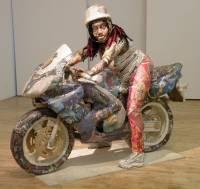 Перед вами скульптуры, сделанные из... журнальных вырезок. Оказывается, бывает и такое