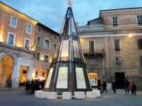 Новогодняя елка стоила итальянскому чиновнику кресла