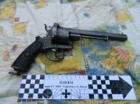 На Подоле задержан автомобиль с антикварными пистолетами и травкой на борту