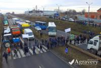 В Украине начинается масштабный митинг аграриев. Активисты перекрывают основные трассы страны