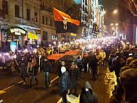 В Киеве проходит многотысячный факельный марш в честь Бандеры