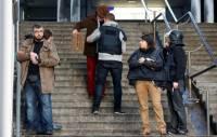 В Париже полиция застрелила мужчину, который ворвался в полицейский участок с фальшивым «поясом шахида»
