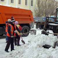 Яценюк просит украинцев размещать в соцсетях фотографии уборки снега