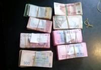 Трое украинцев пытались провезти на неконтролируемую территорию крупную сумму денег