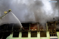 В столице Мьянмы пожар на рынке уничтожил 1,6 тысячи магазинов
