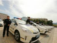 Киевлянка решила «прокатить» полицейского на капоте