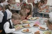 Кабмин отменил бесплатное питание для школьников 1-4 классов. Правда, не для всех
