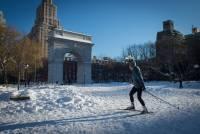 То, что в Вашингтоне и Нью-Йорке называют снежной бурей и отчего приходят в ужас, в Киеве и Москве называют просто снегом /соцсети/