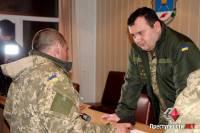 Шедшие пешком с полигона в Николаев военные пообщались с прокурором