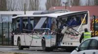 Во Франции оторвавшийся у грузовика прицеп врезался в школьный автобус. Погибли 6 детей