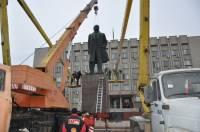 В Измаиле демонтировали шестиметровый бронзовый памятник Ленину