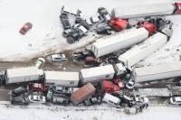 В США полсотни машин попали в ДТП. Есть погибшие