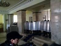 В здании Харьковской ОГА активисты повздорили с нацгвардейцами