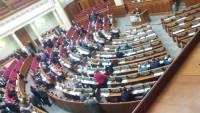 Депутаты с горем пополам закрыли заседание, наплевав на судьбу украинских заложников на Донбассе