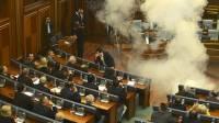 В парламенте Косово депутаты от оппозиции распылили слезоточивый газ