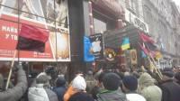 Активисты забросали брусчаткой офис компании Ахметова и ворвались в «Альфа-банк» в Киеве