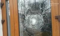 В Мариуполе неизвестные разбили стекла в Сбербанке России