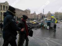 На Майдане активисты задержали журналиста