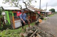 Количество жертв урагана на Фиджи стремительно увеличивается