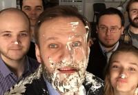 В Москве Навального забросали тортами
