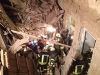 Из-под завалов обрушившегося в центре Киева дома спасены пятеро человек. Владельца установили, ему светит до 7 лет